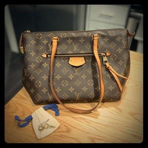 Louis Vuitton bag with maroon inner lining